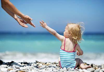 Симптомы перегрева ребенка на солнце: последствия, правила защиты и профилактика