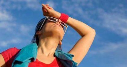 Перегрев на солнце – признаки, симптомы у взрослых, что делать при солнечном перегреве, первая помощь человеку
