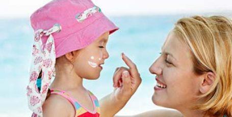 Солнечный ожог у детей: первая помощь, чем помазать ребенка, профилактика